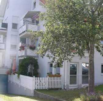 Helle 3-Zimmer-Wohnung Parterre mit schöner Terrasse in einem Mehrfamilienhaus