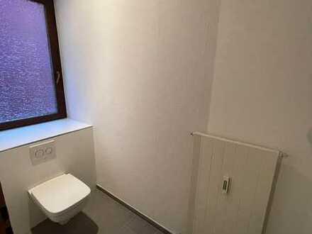 Neu saniertes WG-Zimmer in 5er WG mit Einbauküche, Bad und Gäste WC