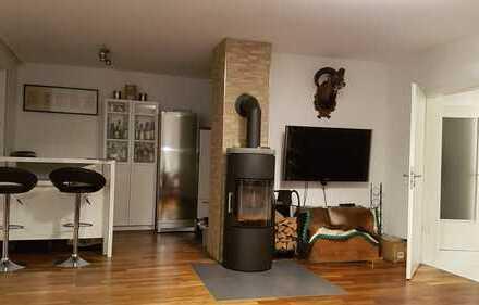 Neuwertige 4-Zimmer-Maisonette-Wohnung mit Balkon und Einbauküche in Neusäß