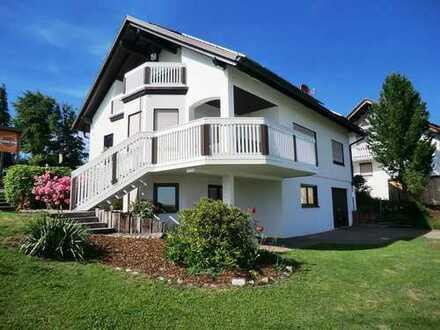 Traumhaftes Einfamilienhaus mit Poolanlage in ruhiger Ortsrandlage