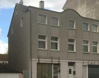 ~ Wohnhaus mit 2 Ladenlokalen und 2 Wohnungen ~