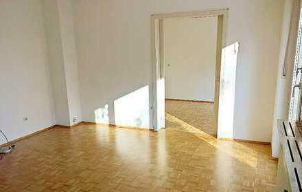 Charmante, renovierte 60-er Jahre Wohnung! Individuell Wohnen in 2-Part. Haus mit eigenem Garten