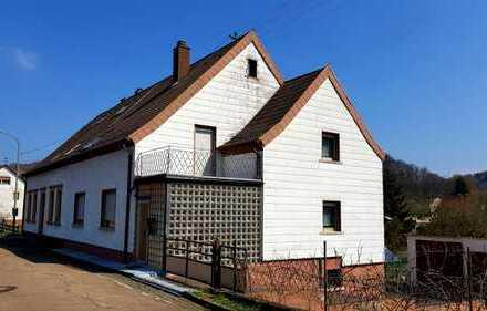 Doppelhaushälfte mit vier Garagen in Bechhofen