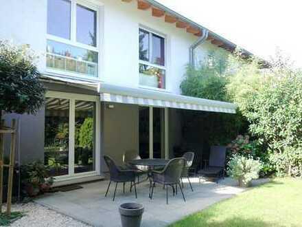 Haus statt Wohnung? - Exklusive Doppelhaushälfte mit wunderschönem Garten in Privatstrasse