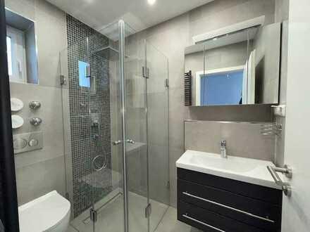 Wohnung im 1. OG nach Kernsanierung Erstbezug, mit neuer Einbauküche. 2 Zimmer, Küche, Bad, Gäste WC