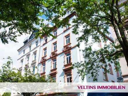 Frankfurt- Nahe Westhafen: Charmante, 3,5-Zimmer-Galeriewohnung mit 2 Schlafzimmern an ruhigem Platz