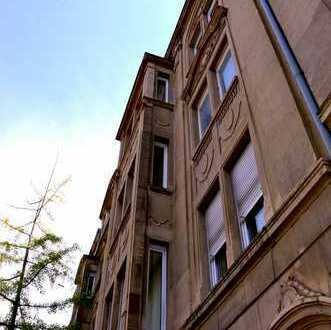 Schöne und großzügig geschnittene Altbauwohnung mit Dachterrasse in der Pforzheimer Nordstadt