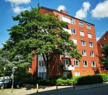 Exklusive, modernisierte 3-Zimmer-Wohnung mit Balkon und EBK in zentraler Lage