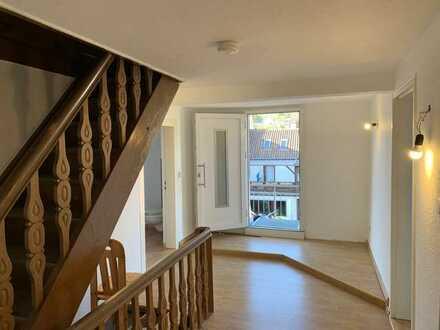Vollständig renovierte 2-Zimmer-Wohnung mit Balkon und Einbauküche mitten im Ortskern von Hauenstein