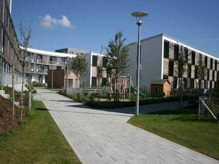FÜR KAPITALANLEGER: 3,2 % Rendite; für 10 Jahre vermietete luxus 3 Zi-Wohnung 64 mit Dachterrasse
