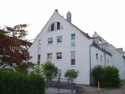 Schöne 2-Zimmer-Wohnung mit großer Terrasse und kleinem Gartenanteil
