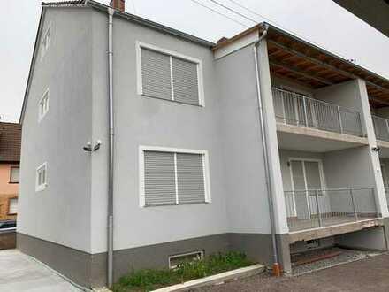 Erstbezug von kernsanierter drei Zimmer Wohnung mit Balkon