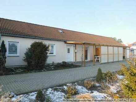 Ebenerdiges Mehrfamilienhaus mit 3 Wohnungen und Garagen