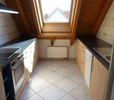 Gepflegte 4-Zimmer-DG-Wohnung mit Balkon in Minfeld