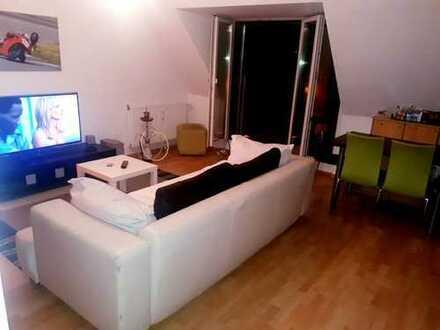 Stilvolle 1,5 Zimmer-DG-Wohnung mit Balkon und EBK in Sendling-Westpark, München