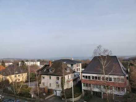 3-Zimmer-Altbauwohnung mit Fördeblick, Fahrstuhl, Balkon in Kiel