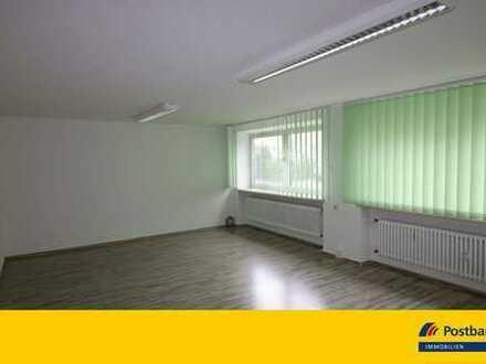 Büro/ Praxis im Erdgeschoss- zentrale Lage mit Parkmöglichkeit