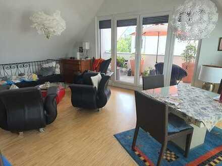 Lichtdurchflutete Neubau-Dachgeschoss-Wohnung 3 Zimmer mit EBK + Garagenplatz