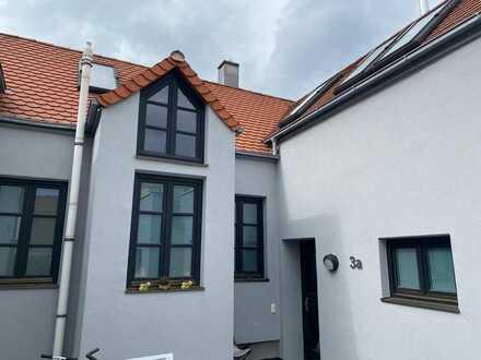 Sehr schöne und Offene Wohnung mit eigener Dachterrasse zu Vermieten