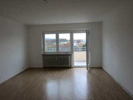 Helle 3,5-Zimmer-Wohnung mit Balkon und schöner Aussicht in Backnang