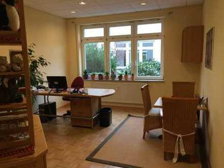 Helle Büro-/Praxisfläche in zentraler Lage zu vermieten
