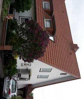 Gepflegte 4-Zimmer-Wohnung mit Terrasse und Einbauküche in Blomberg