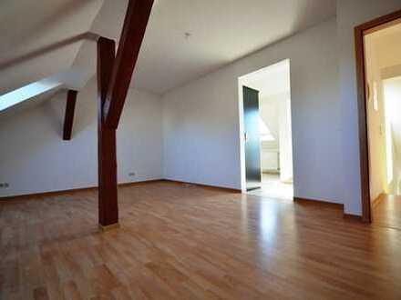 Gemütliche 3-Raum-DG-Wohnung mit Balkon