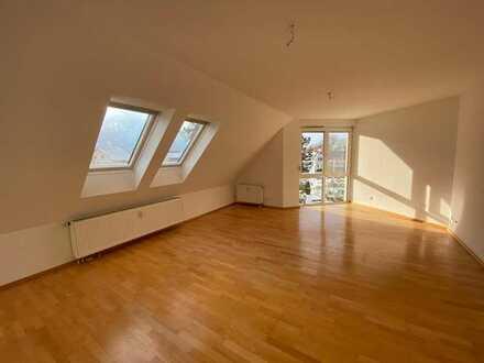 Moderne, lichtdurchflutete 3-Zimmer-Maisonette-Wohnung mit Dachterrasse und EBK in Balingen/Frommern
