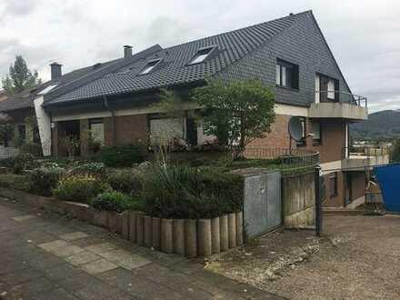 Bad Godesberg - Lyngsberg, großzügige 4 Zimmer Terrassenwohnung mit Gartenanteil und tollem Blick