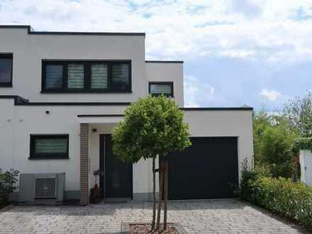 Exclusive 4 Zimmer Wohnung in einer DHH im Bauhaus Stil, Obernburg