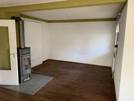 Gepflegte 2-Zimmer-EG-Wohnung mit Balkon und Einbauküche in Westerstetten