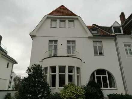 Attraktive Altbau-Wohnung in Köln-Marienburg
