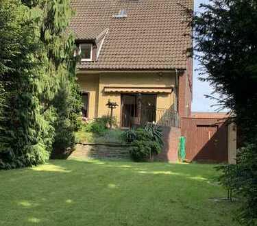 """Duisburg-Huckingen: Viel Platz mit """"traumhaftem Garten"""""""
