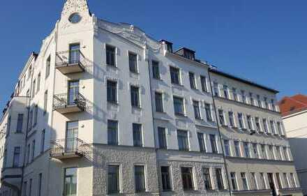 Sehr elegante und sonnige Maisonette-Wohnung über drei Ebenen in Denkmalschutzhaus für Selbstnutzer