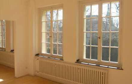 Helle 3,5 Zimmer Altbauwohnung in Marienburg