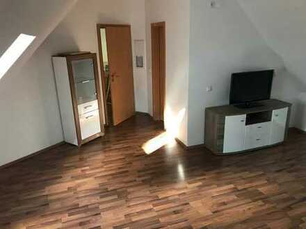Schöne 2-Zimmer-Dachgeschosswohnung mit Einbauküche in Mahlsdorf (Hellersdorf), Berlin