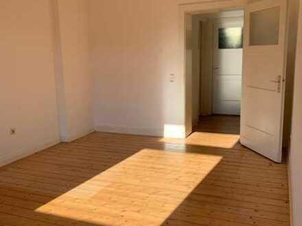 **Nur an Studenten zu vermieten** Schönes Zimmer einer gerade renovierten 2er Studenten WG
