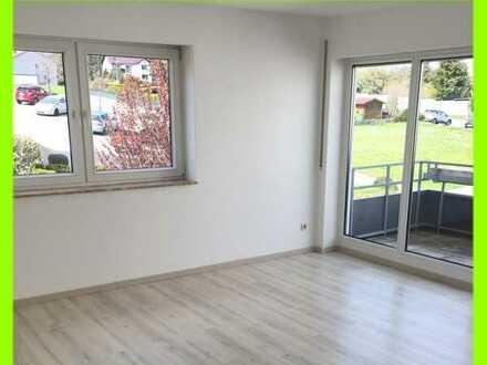 Schöne helle Single-Wohnung im 1.OG mit Südbalkon, Bad mit Wanne und Fenster - Neuer Laminatboden
