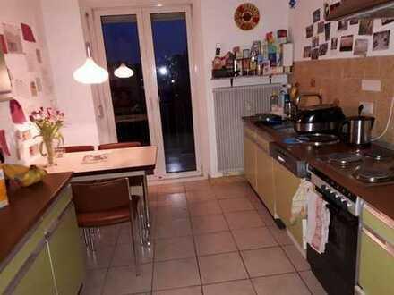 2 Zimmer in netter 4er-WG mit Garten und Balkon ;)