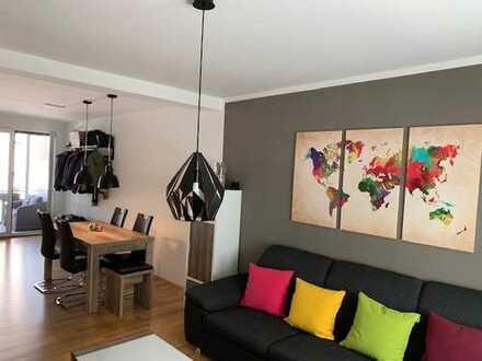 Stilvolle, neuwertige 2-Zimmer-Hochparterre-Wohnung mit Balkon und EBK in Fellbach