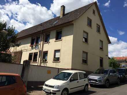 Modernisierte Wohnung mit zweieinhalb Zimmern und EBK in Königsbach