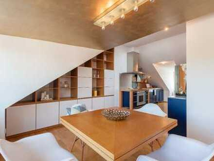 Stilvolle, neuwertige 4-Zimmer-DG-Wohnung mit Balkon und EBK in Schwabing, München