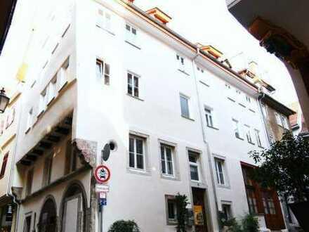 Sehr schöne 3-Zimmer-Wohnung mit Einbauküche in historischem Denkmal, ESSLINGEN-Altstadt