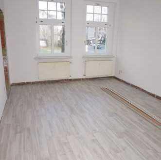 Ruhige Wohnlage - Laminat + Fliesen - in ruhiger Nebenstraße
