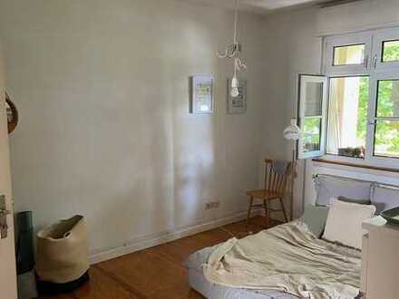 Zwischenmiete 2-Zimmer-Wohnung mit Balkon und Einbauküche in Karlsruhe