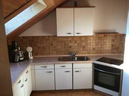 Gepflegte 2-Zimmer-DG-Wohnung mit Balkon und EBK in Bad Tölz