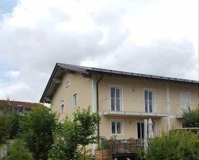 Schöne Doppelhaushälfte mit vier Zimmern in ruhiger Lage in Deggendorf/Deggenau