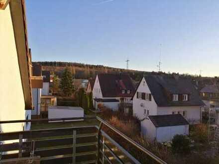 Schöne 2,5-Zimmer-Dachgeschoss-Wohnung mit Balkon in Leinfelden