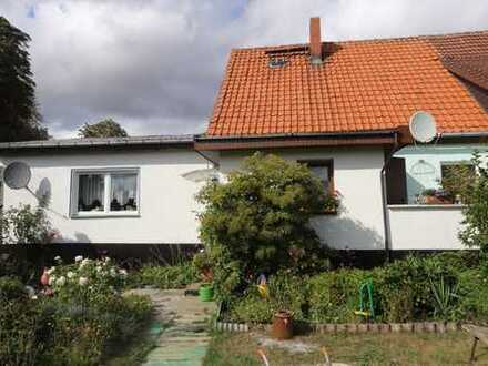 Gepflegtes Einfamilienhaus (DHH) mit großzügigem Grundstück und Nebengelass im Landkreis Vorpo