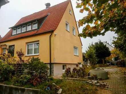 Geräumiges Einfamilienhaus mit Nebengebäude auf großem Grundstück!